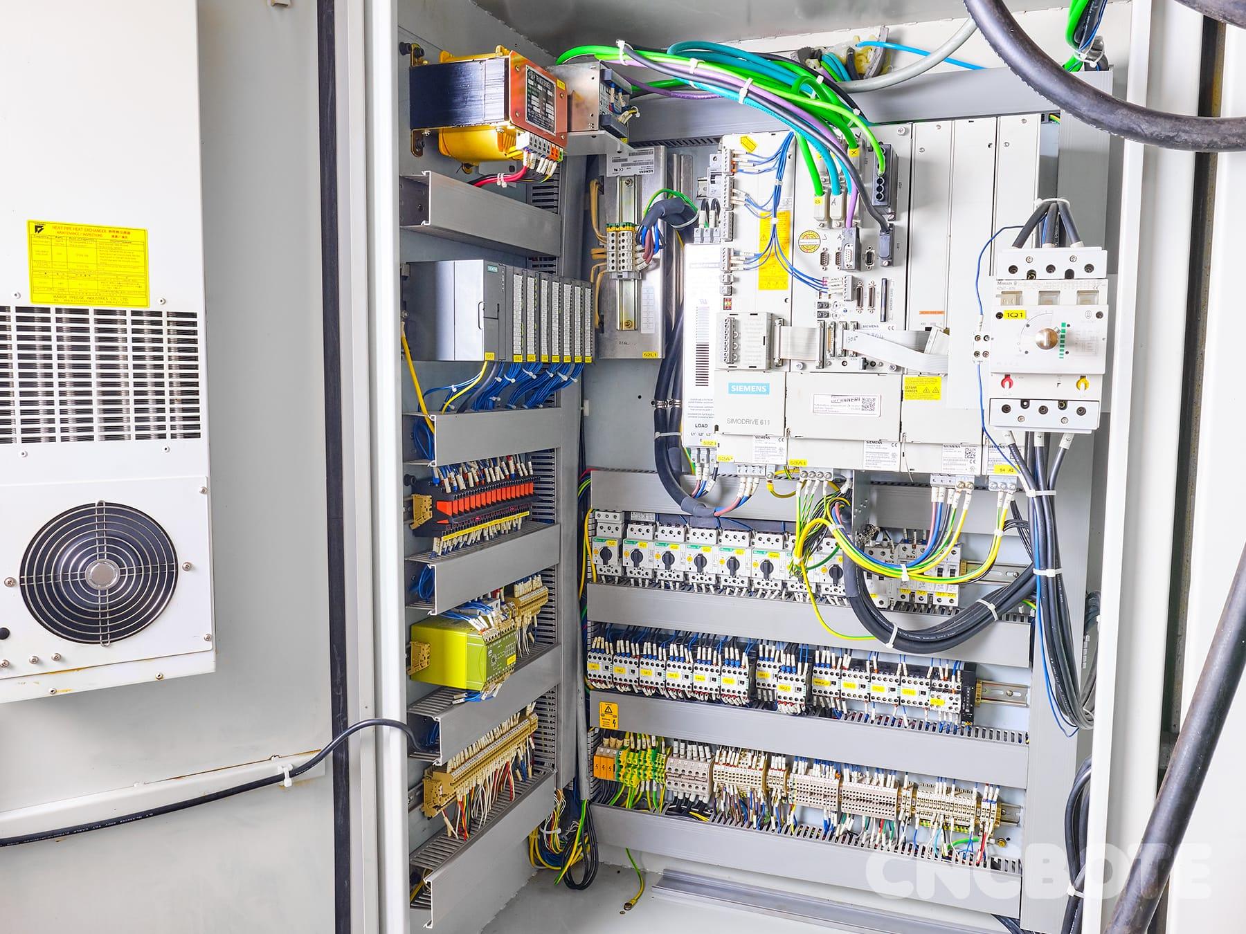 Spinner VC810 Bearbeitungszentrum