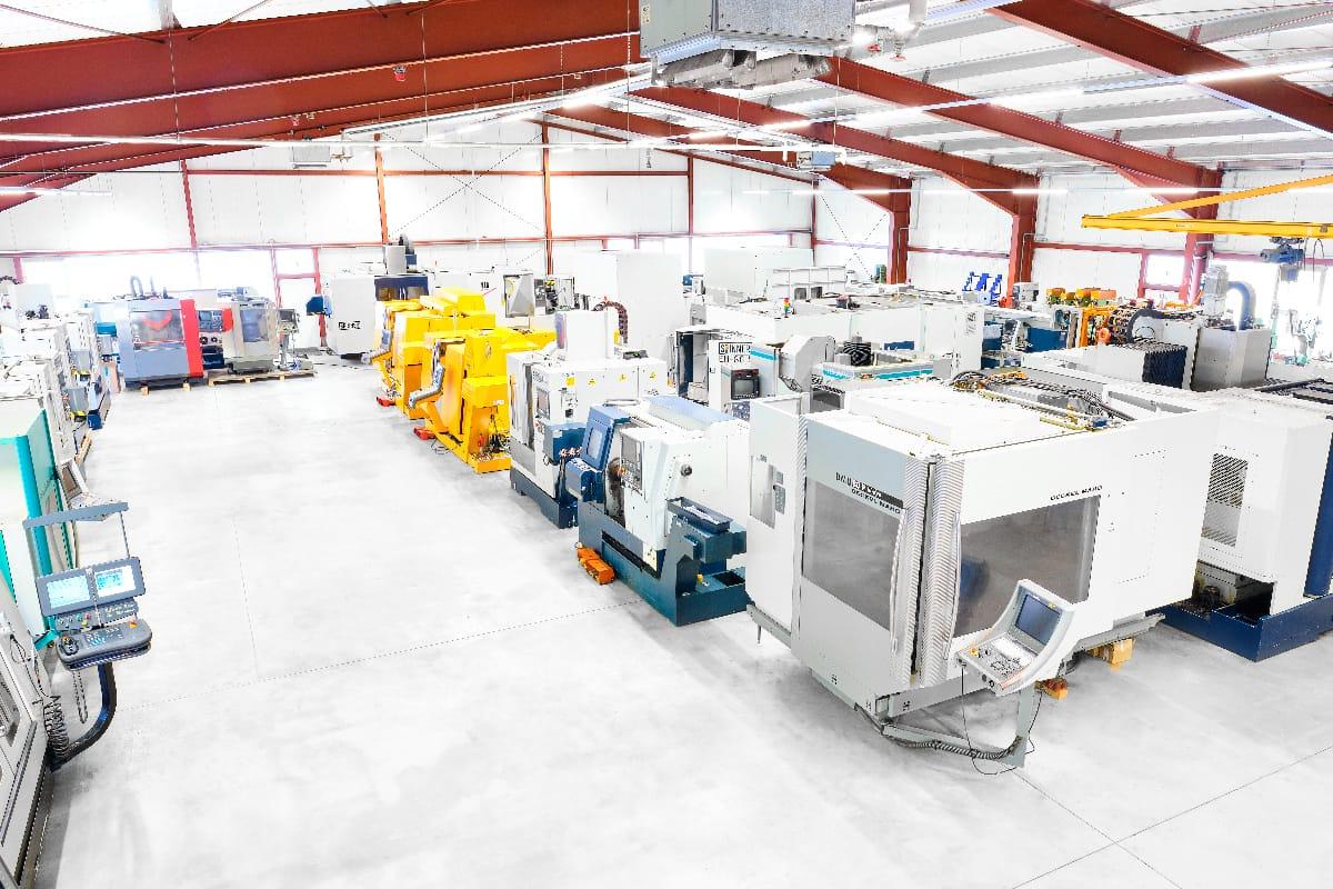 Die CNC BOTE Maschinenhalle mit Mechanikwerkstatt